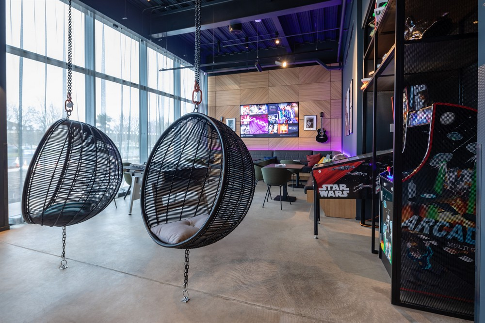 Moxy Hotel Edinburgh Airport interior
