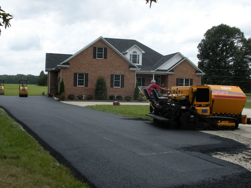 The Benefits of a Parking Lot Paving Service