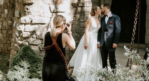 How to prepare for your wedding couple photographer