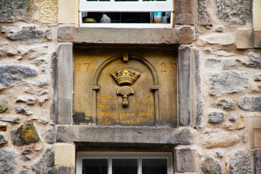 The stone cartouche on 195-197 Canongate