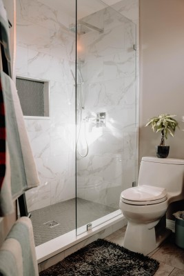 4 fundamental things about walk-in showers