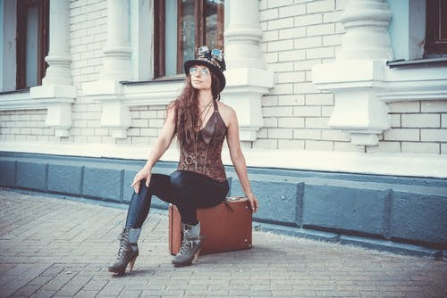 Guide for making a leather top hat for women