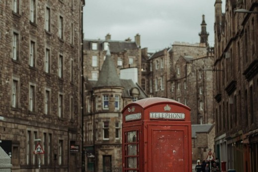 Edinburgh, from medieval to modern times guide